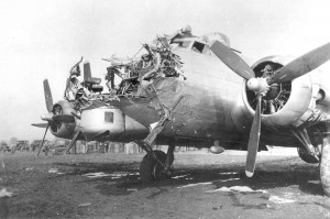 best-military-photos-b-17-g-damaged
